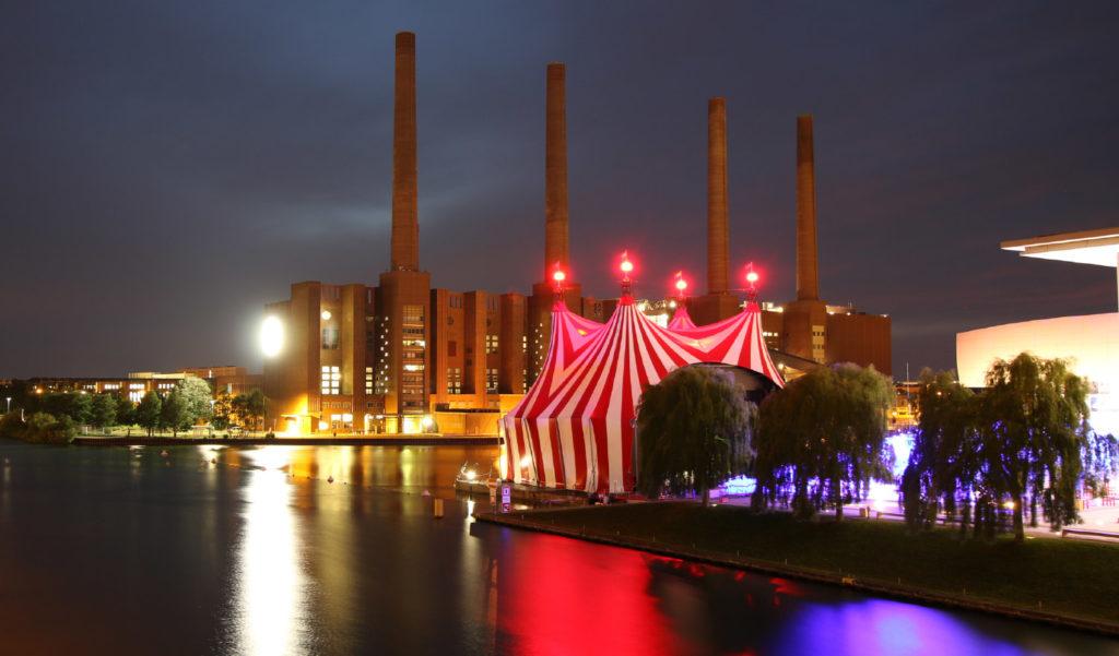 Zirkuszelt in der Autostadt in Wolfsburg